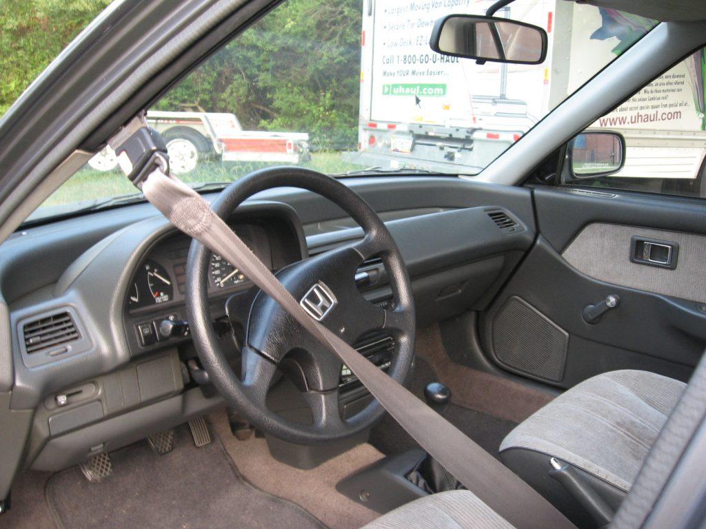 An automatic seat belt in a 1991 Honda Civic