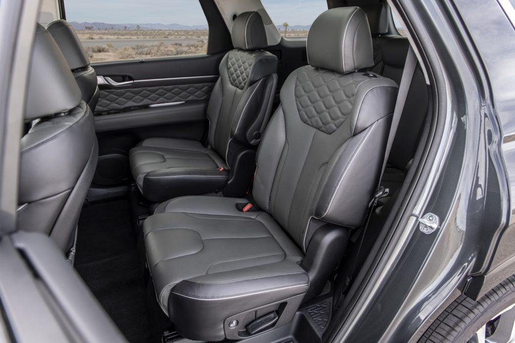 2020 Hyundai Palisade Second Row Captain's Chairs