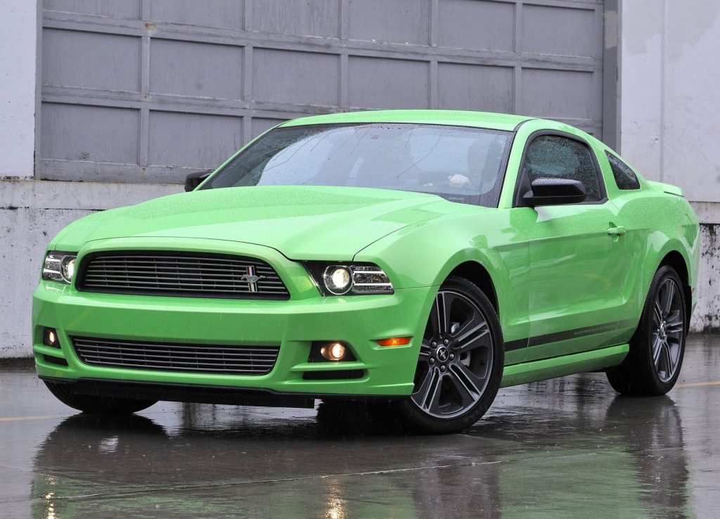 2013 Ford Mustang in green