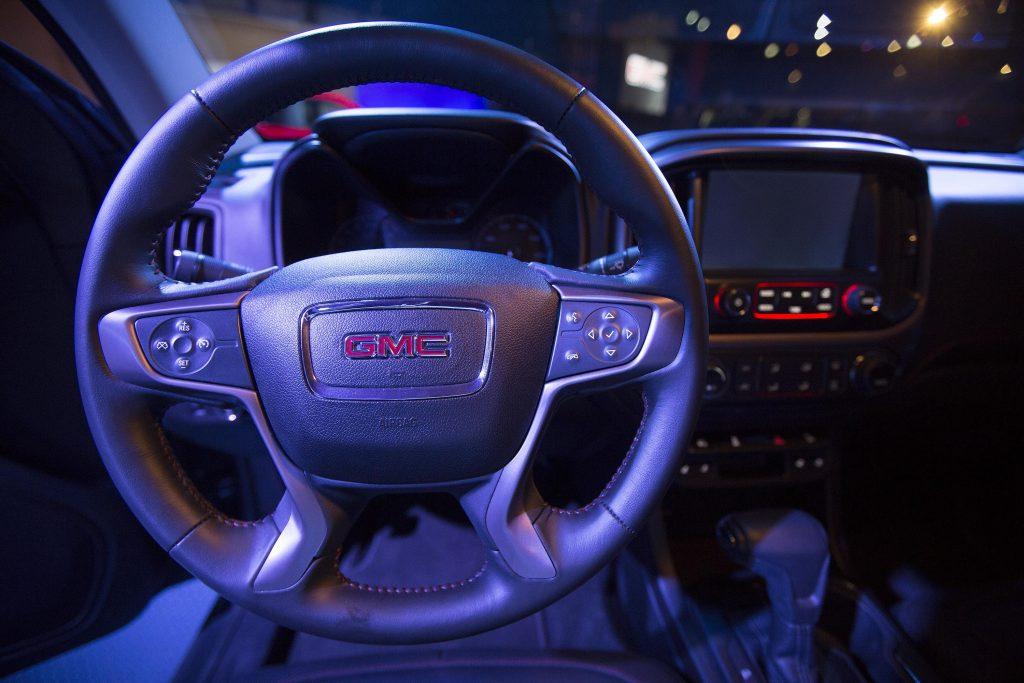 GMC Canyon steering wheel and dash