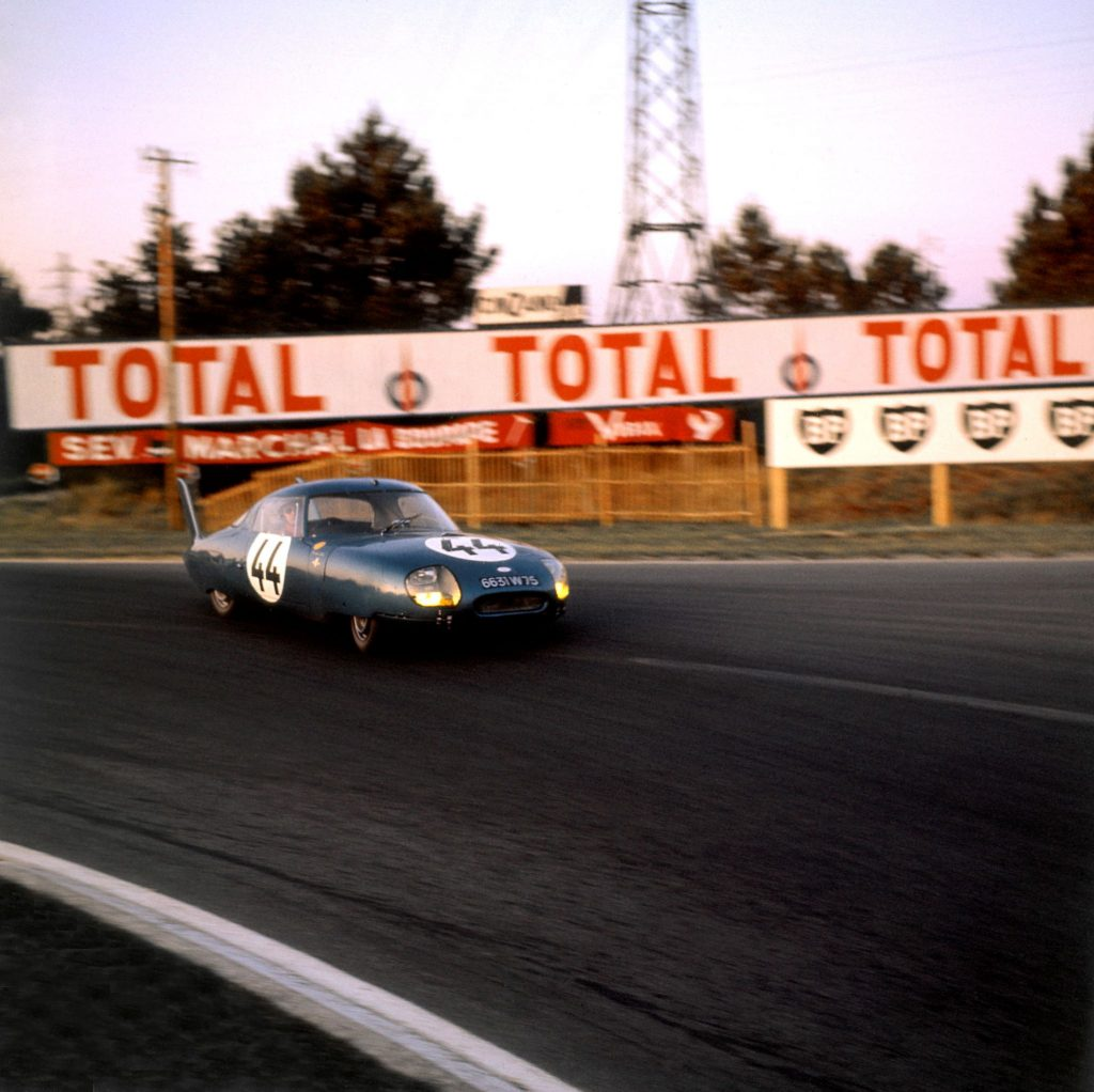 The dark-blue Panhard CD LM64 at the 1964 24 Hours of Le Mans