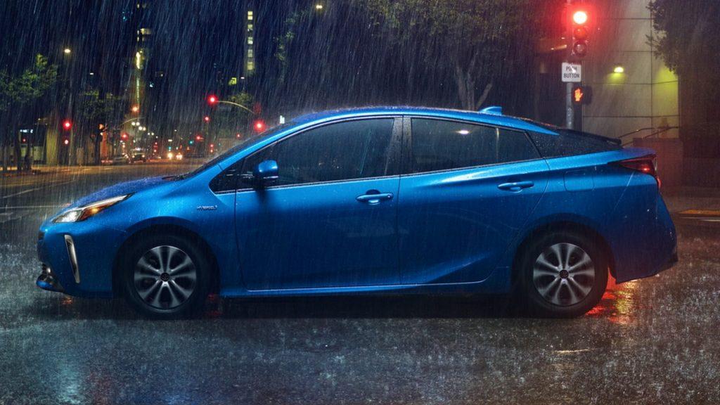 A blue Toyota Prius.
