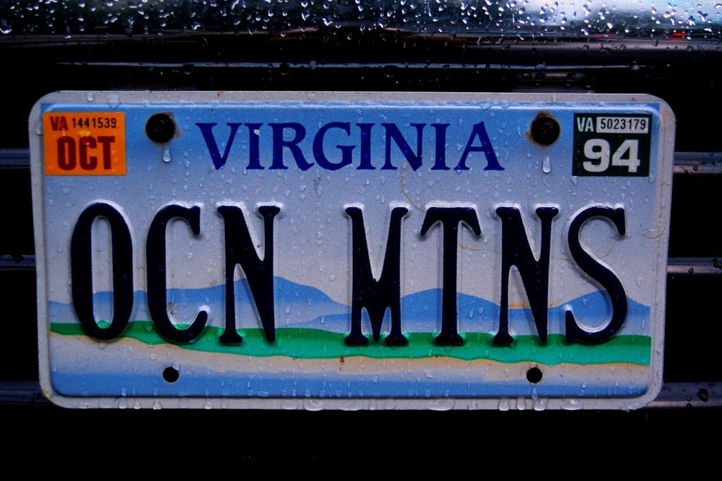 A Virginia vanity plate that spells 'OCN MTNS' for Ocean Mountains