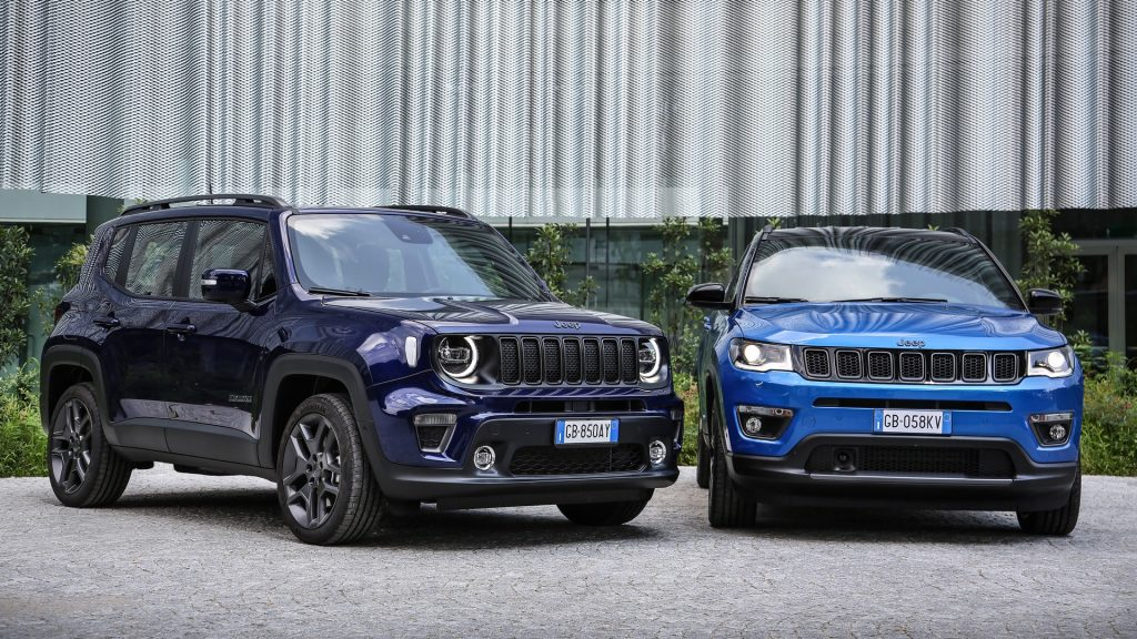 A blue Jeep Renegade 4xe and Compass 4xe