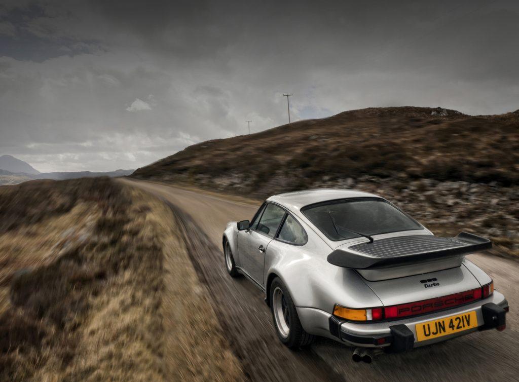 Does the Porsche 911 Handle Better Than the Porsche Cayman?