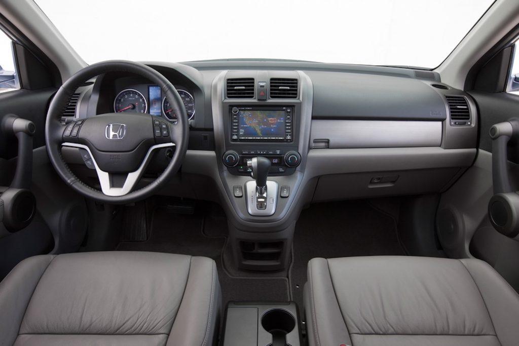 The interior dash view of a 2010 Honda CR-V EX-L