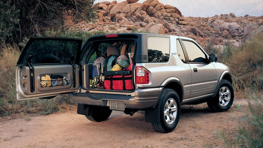 Isuzu Rodeo ad shows one of the best SUVs for a first car