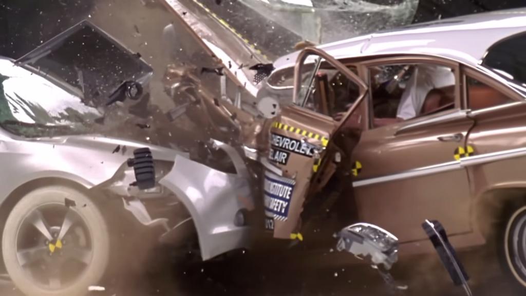 IIHS Crash Test: 1959 Chevrolet Bel Air VS. 2009 Chevrolet Malibu