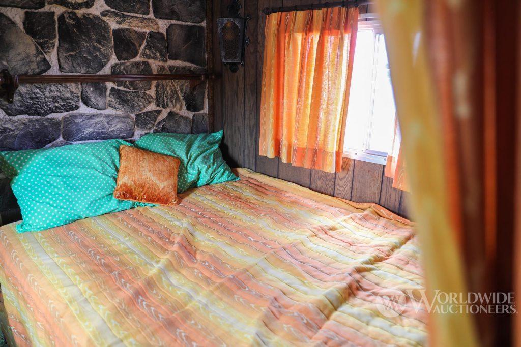 1974 Camelot Cruiser bedroom