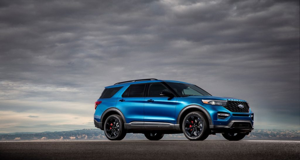 The side 3/4 view of a blue 2020 Ford Explorer ST in the desert