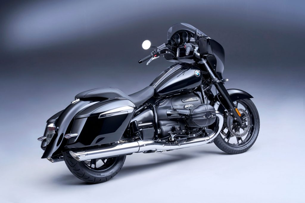 The side 3/4 view of a black-and-chrome 2022 BMW R 18 B