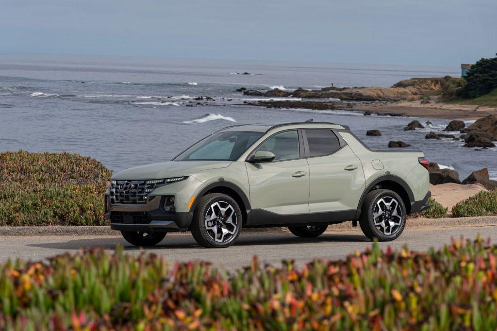 The 2022 Hyundai Santa Cruz sport adventure vehicle parked by the sea