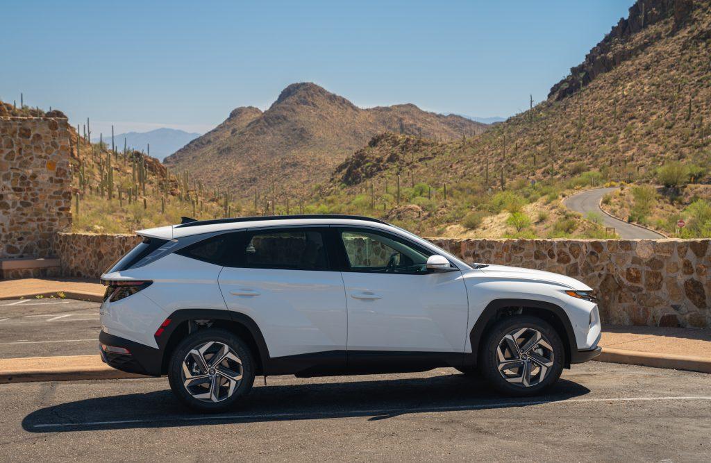 2022 Hyundai Tucson Hybrid side shot