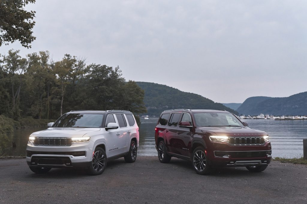 2022 Grand Wagoneer (left) and 2022 Wagoneer (right)
