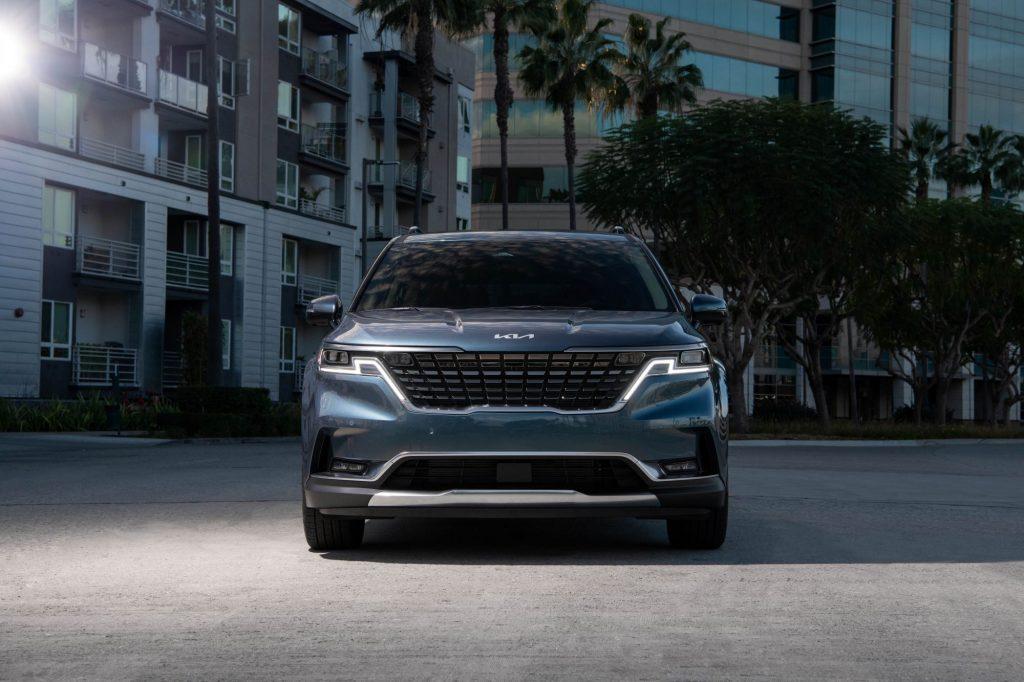 The 2022 Kia Carnival minivan/MPV front grille and headlights