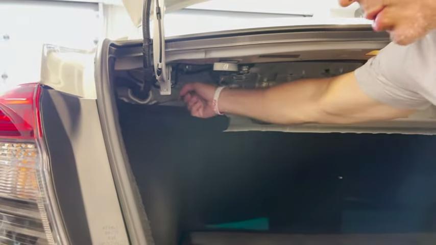 2022 Honda Civic manual gas door release