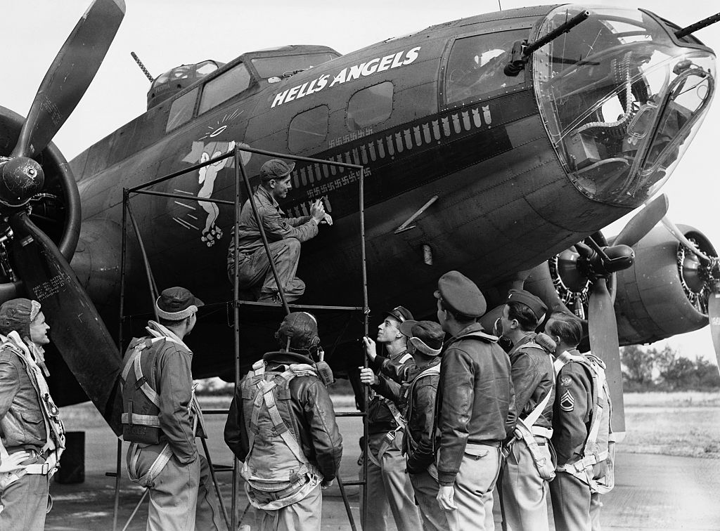 B-17 Flying Fortress with crew