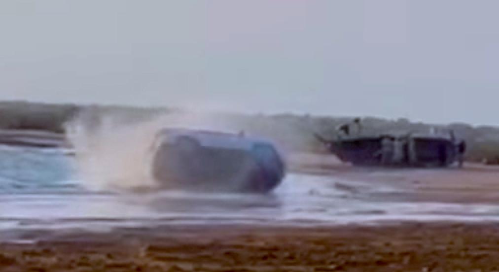 Drifting Toyota Fortuner SUV rolls over