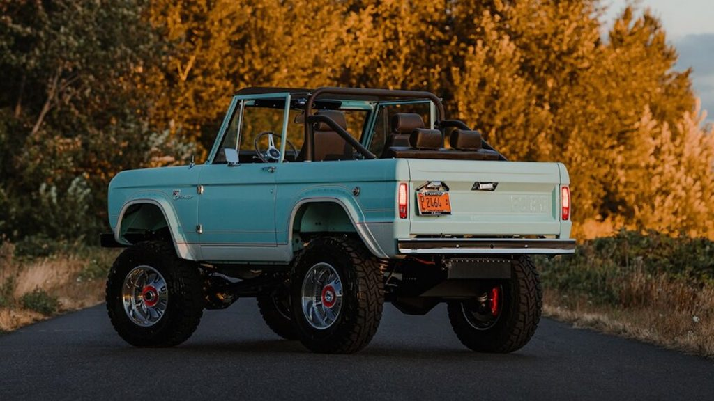 behind the Gateway LUXE-GT Bronco