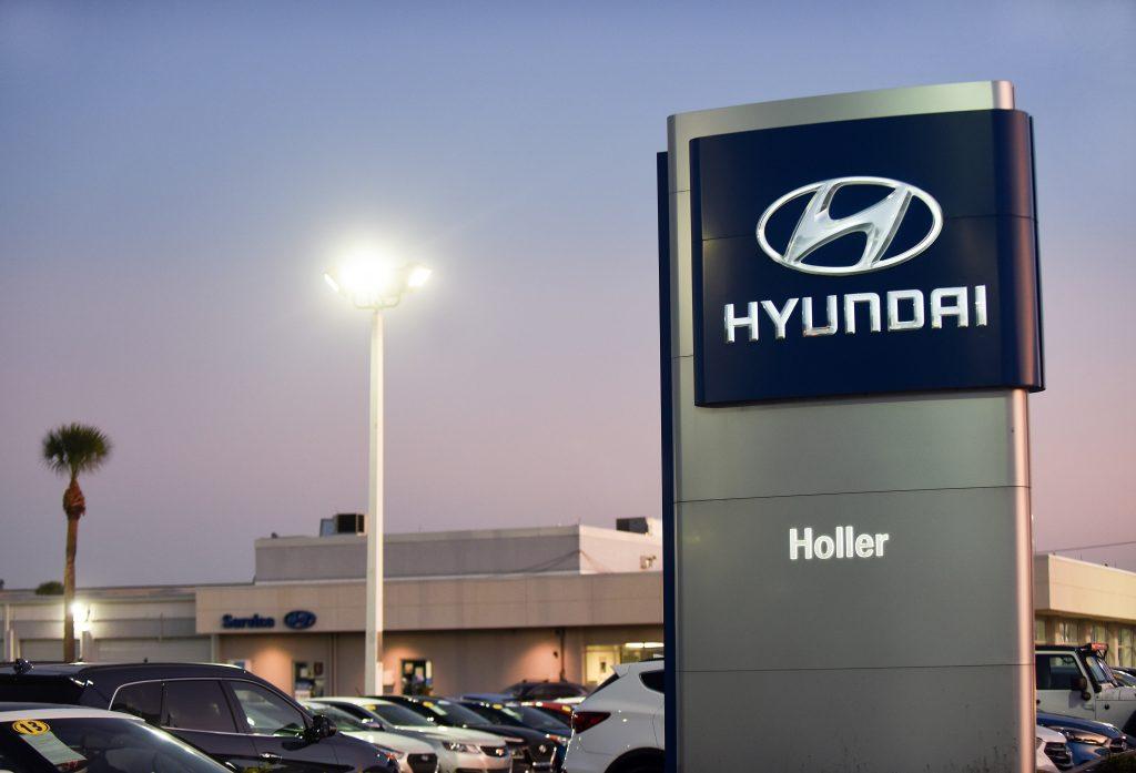 A sign advertising a Hyundai dealer in Florida