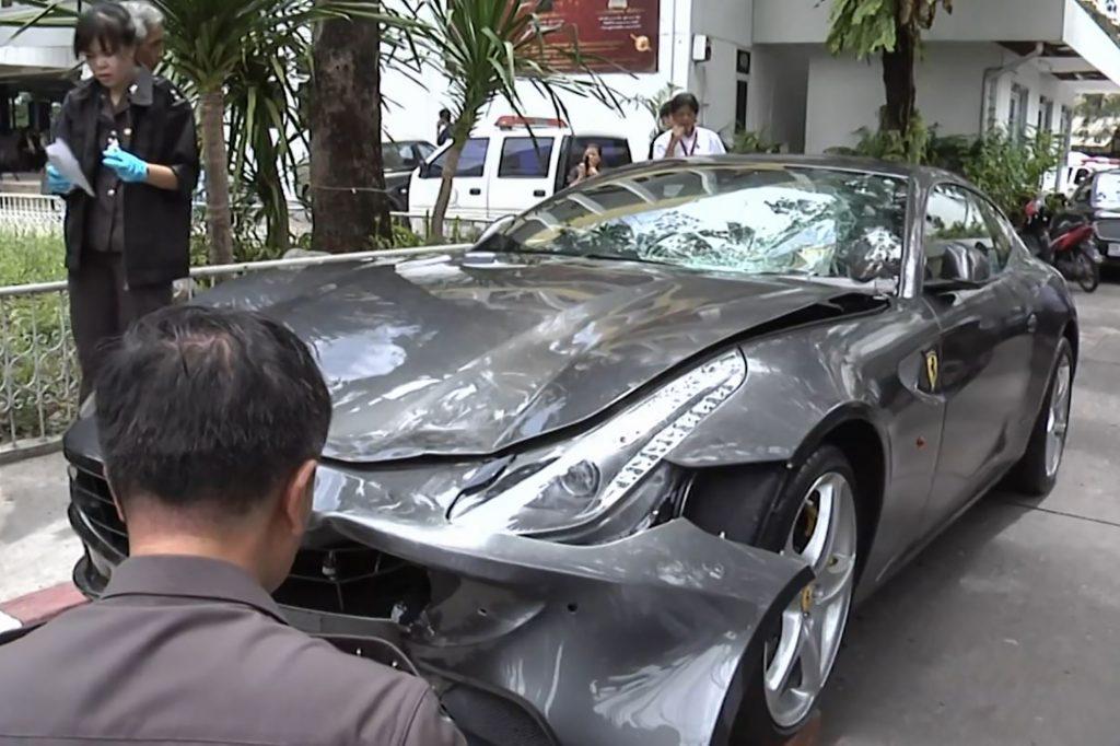 """The 2011 Ferrari FF Vorayuth """"Boss"""" Yoovidhya crashed"""