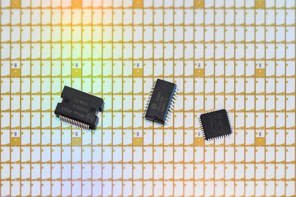 The cause of the chip shortage: semiconductors in a lab in Germany