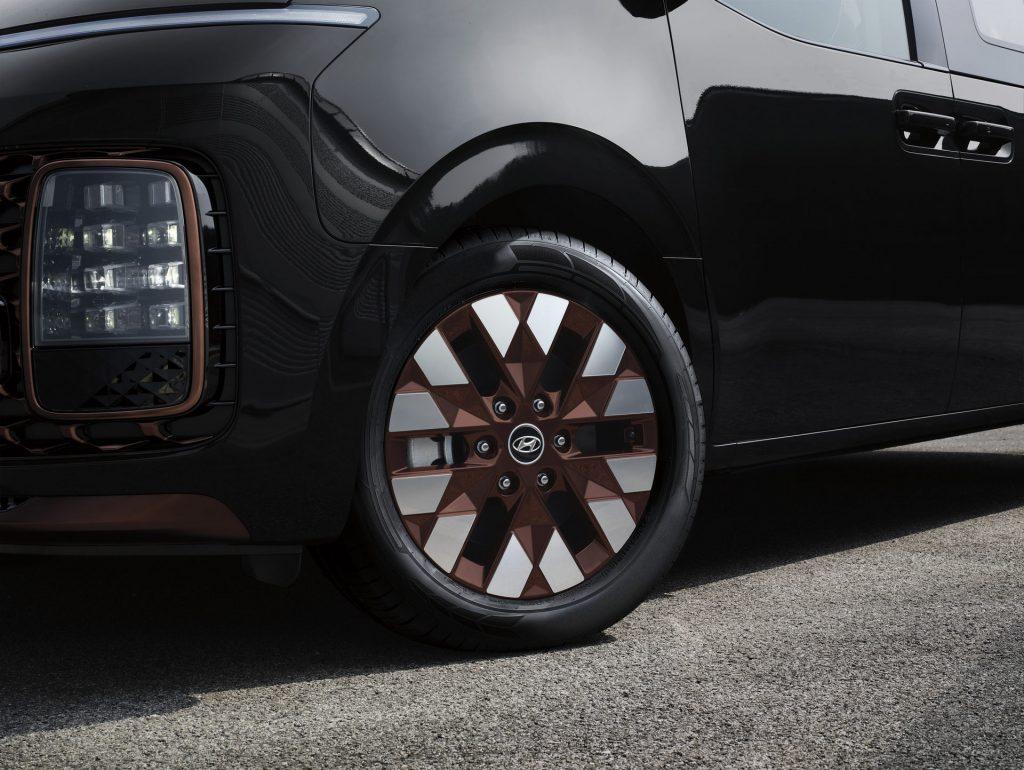 2022 Hyundai Staria minivan detail