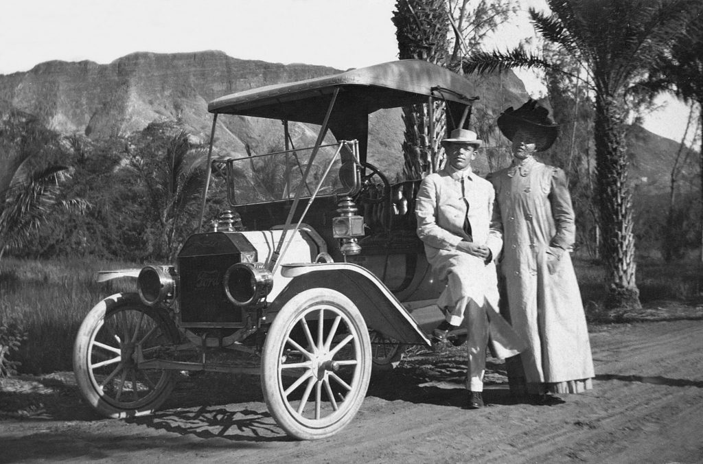 Couple stand by their 1909 Ford Model T