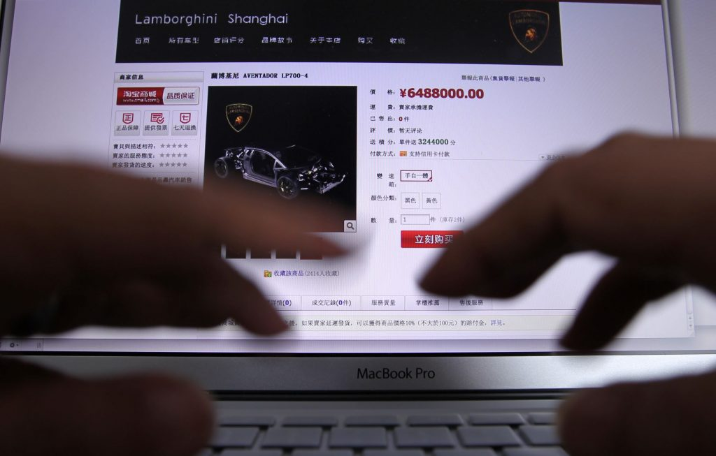 A Chinese online car shopping website featuring a Lamborghini Aventador