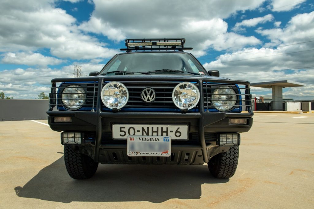 Front grille and lights of the original crossover, the Volkswagen Golf Country