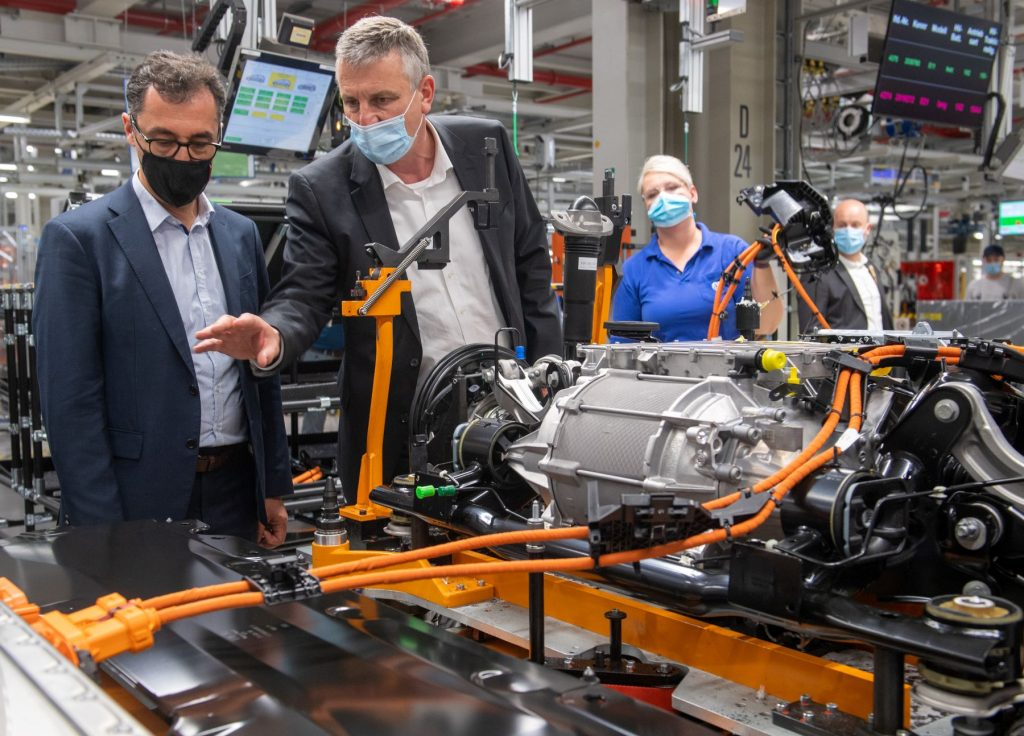 A German politician visiting a Volkswagen plant during the semiconductor chip shortage