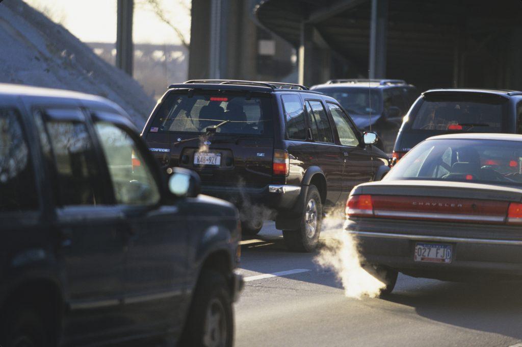 Cars idle in Manhattan traffic
