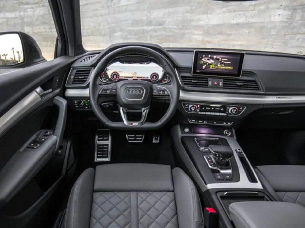 The gray interior of a 2018 Audi Q5.