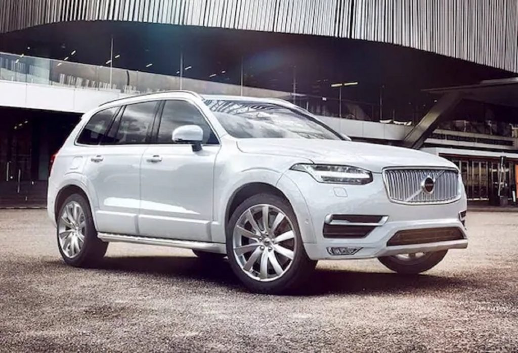 A white 2019 Volvo XC90 parked outside of a building.
