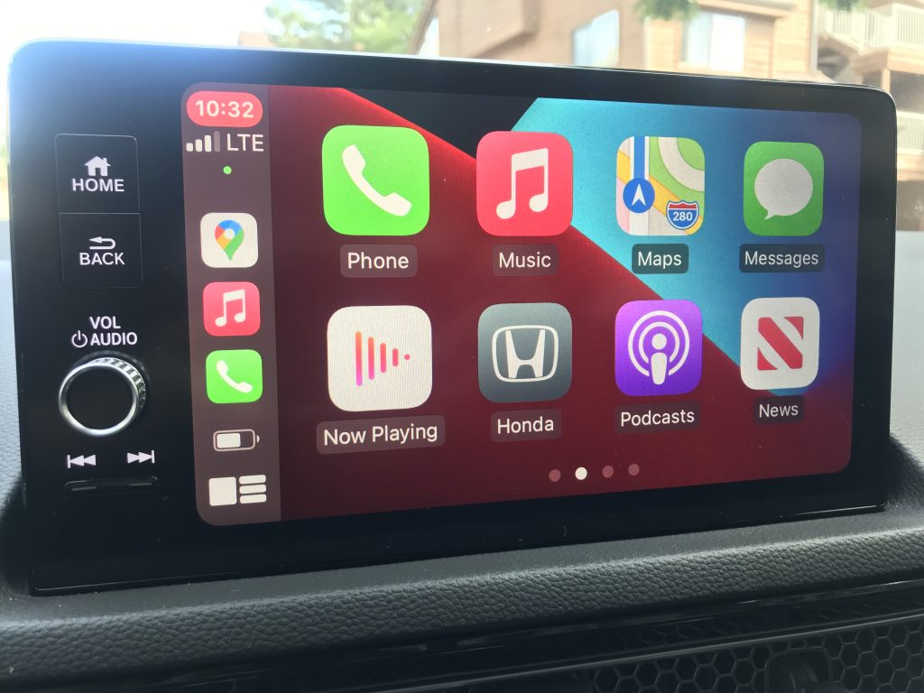 2022 Honda Civic Touring infotainment system and apple carplay