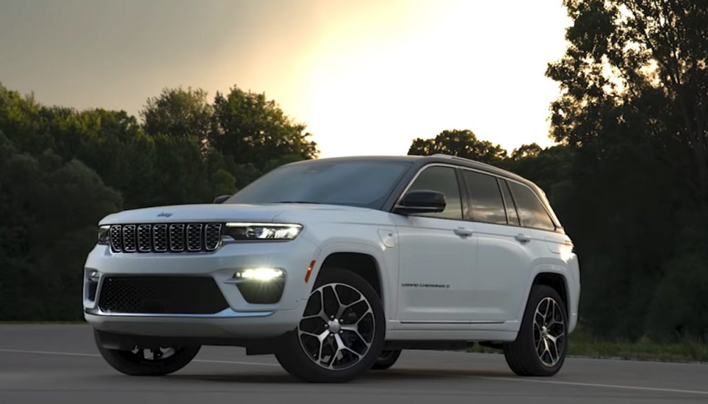 The 2022 Jeep Grand Cherokee 4xe parked at dusk