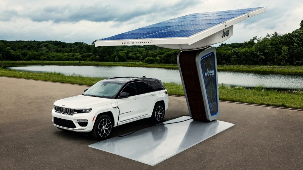 The 2022 Jeep® Grand Cherokee 4xe charging