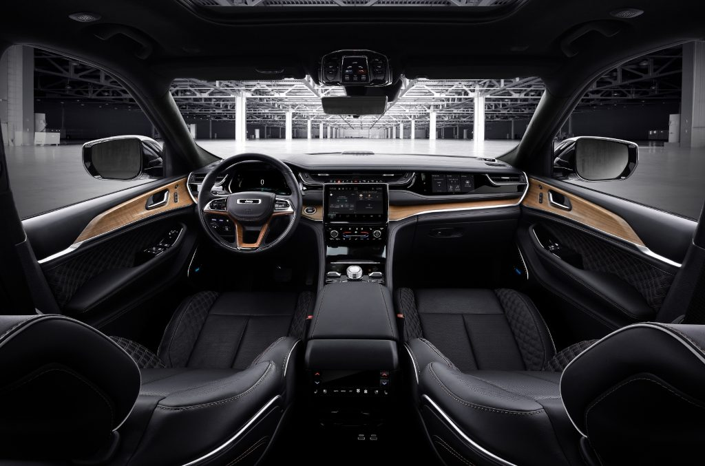 Black front seats in 2022 Jeep Grand Cherokee