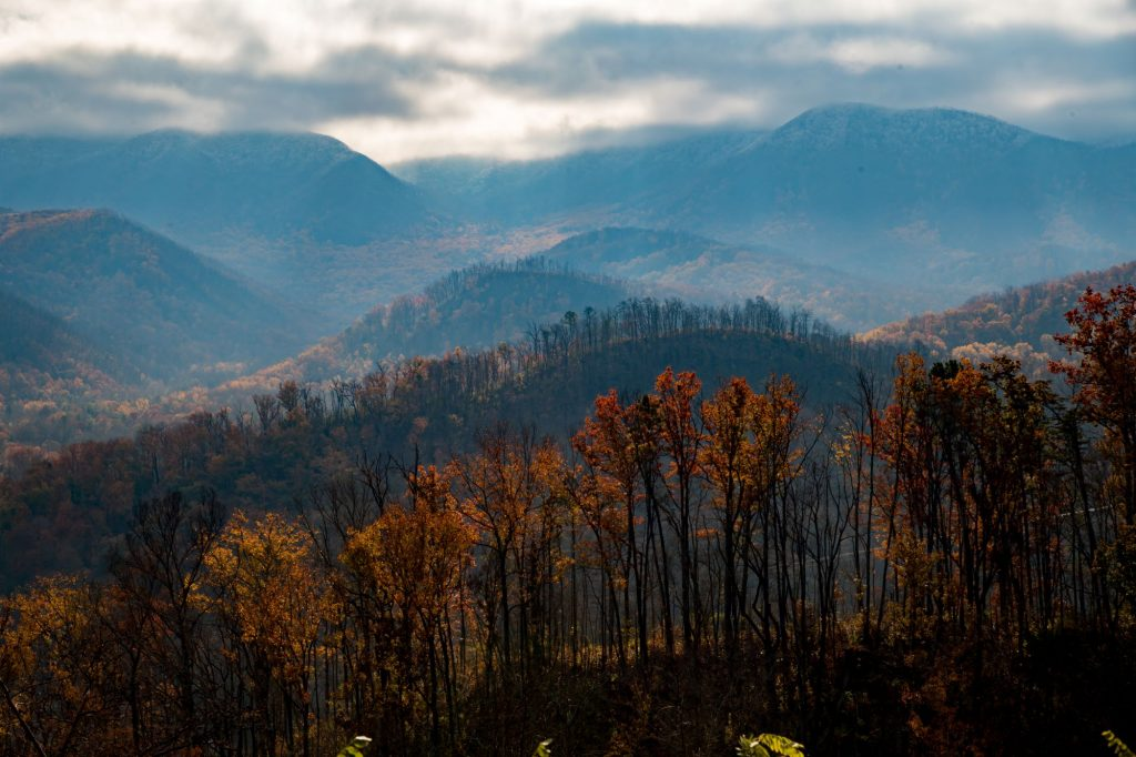 A beautiful scene of the rolling hills of the Smoky Mountains in the fall on a cloudy day.