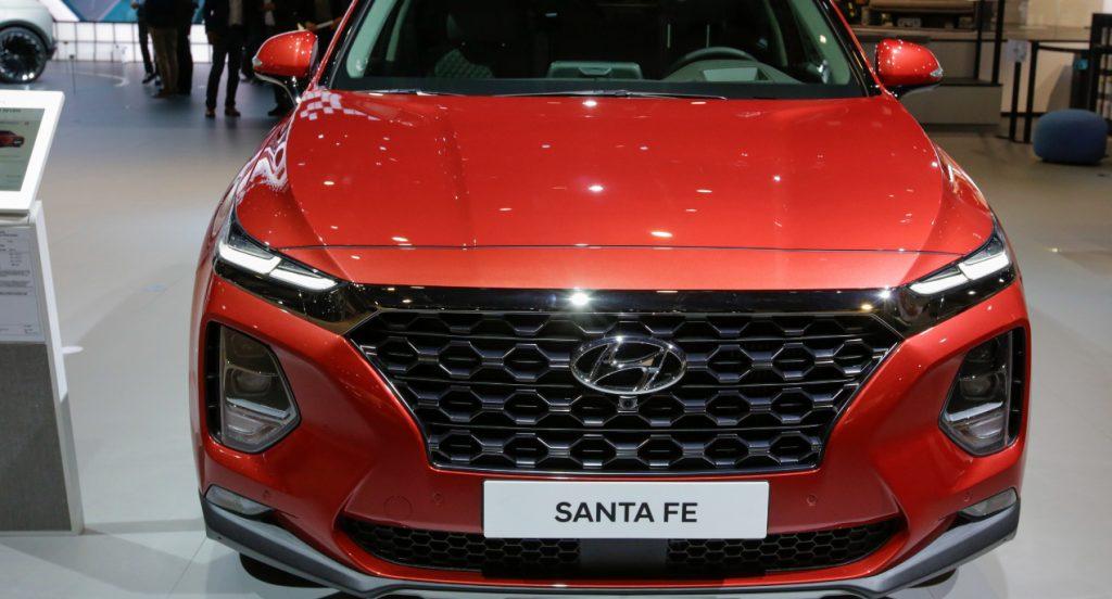 A red Hyundai Santa Fe is displayed.