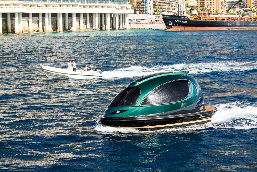 Jet Capsule enclosed pod-boat