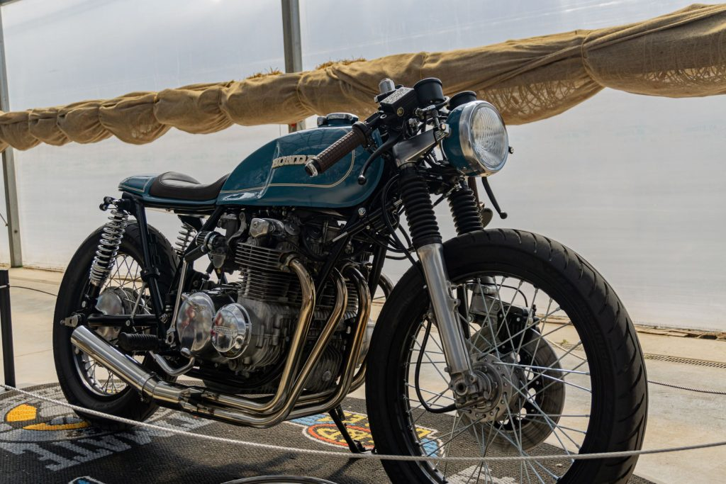 Mateusz Kubak's custom blue 1974 Honda CB550 cafe racer