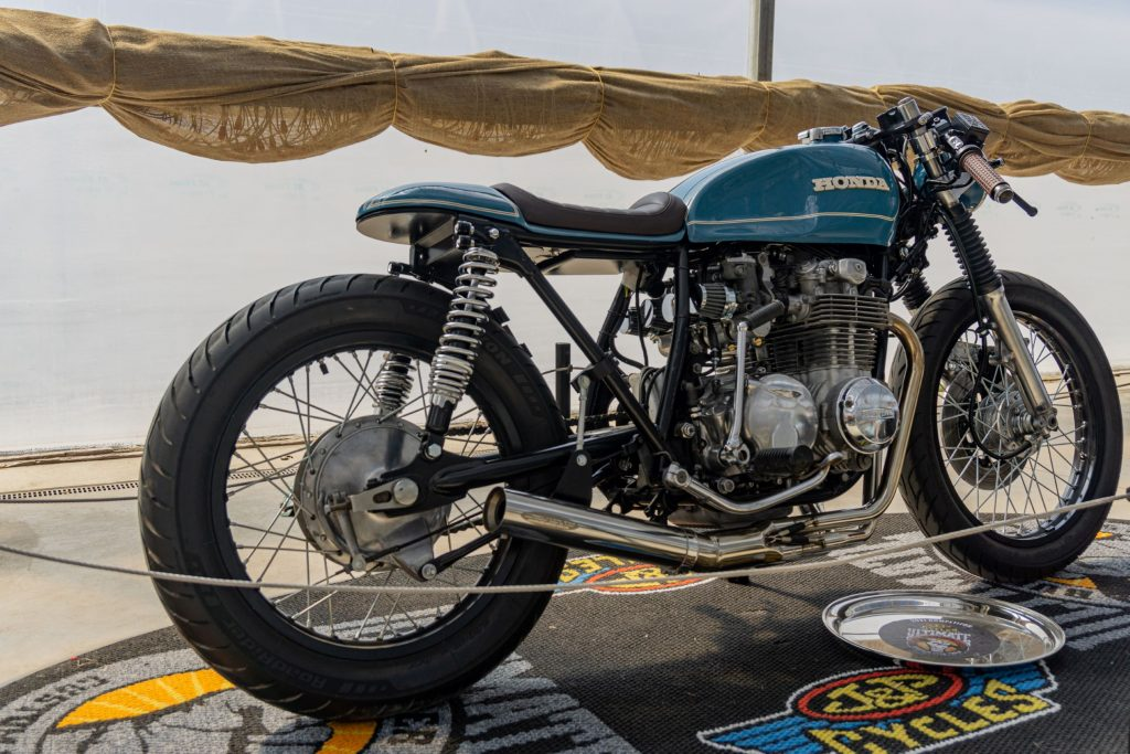 The rear 3/4 view of Mateusz Kubak's custom blue 1974 Honda CB550 cafe racer