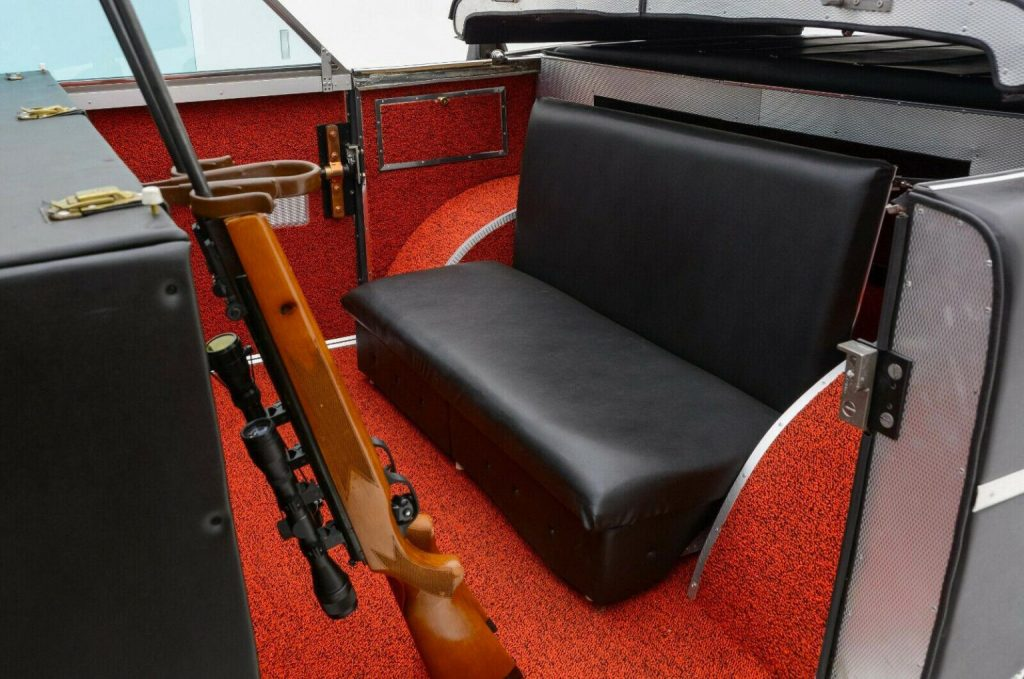 a hunting rifle set in its holder inth back seat of the Mohs Sarafikar
