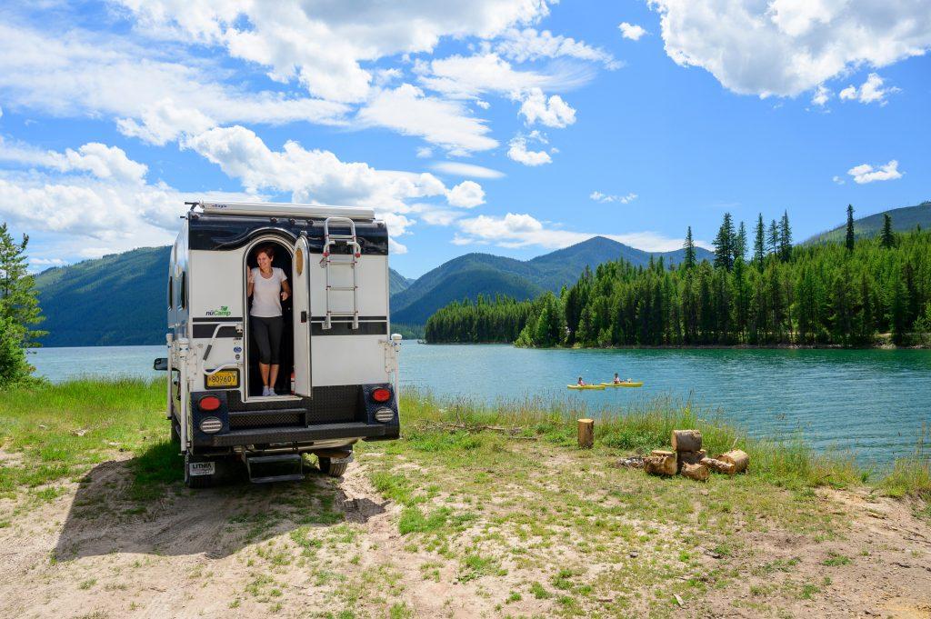 RV Boondocking On Lake