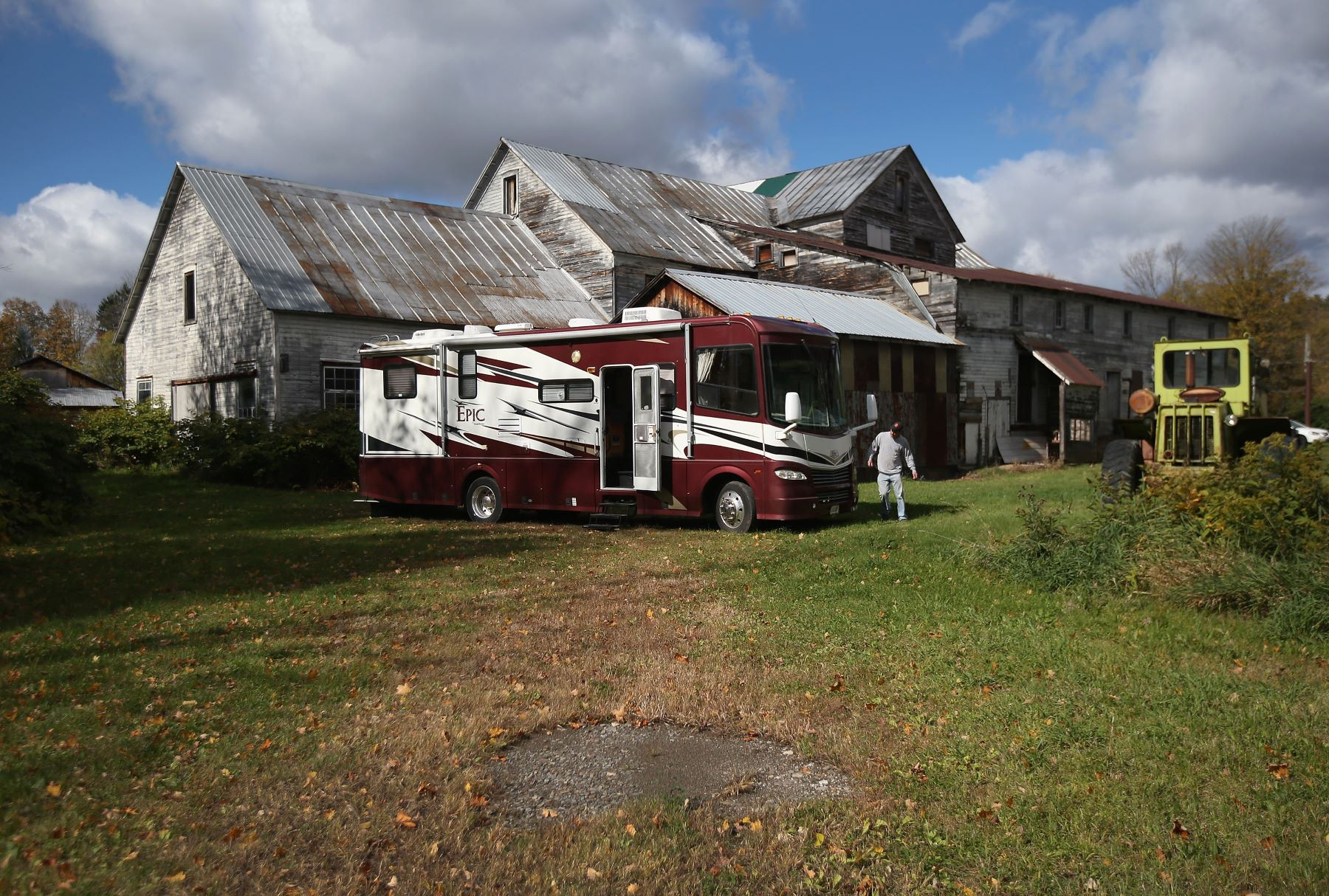 A recovery repo agent retrieving an RV parked on a farm