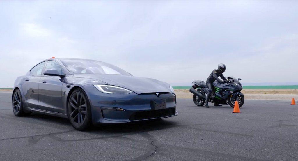 Tesla Model S Plaid and Suzuki Hayabusa drag race line up