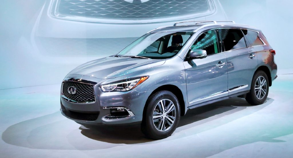 A silver Infiniti QX60 is being displayed.