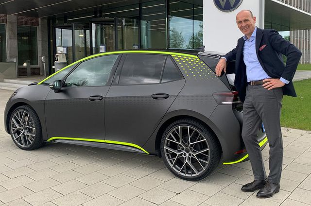 VW ID.X concept with VW CEO Ralf Brandstatter