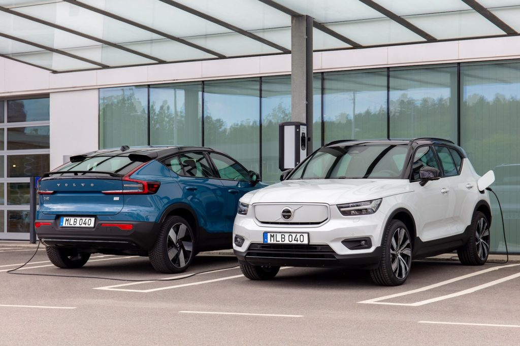 The all-electric Volvo C40 (left) and Volvo XC40 Recharge at a charging station